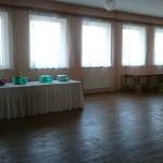 Malý sál s rozestavěnými stoly